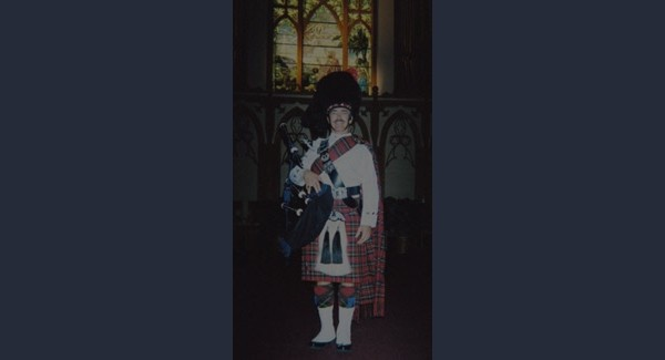 Bagpiper_2004_Photo